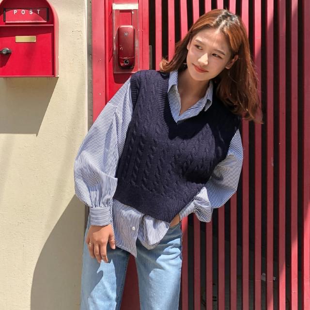 Wearable twist knit vest 꽈 exhaust V neck crop knit vest 開襟衫