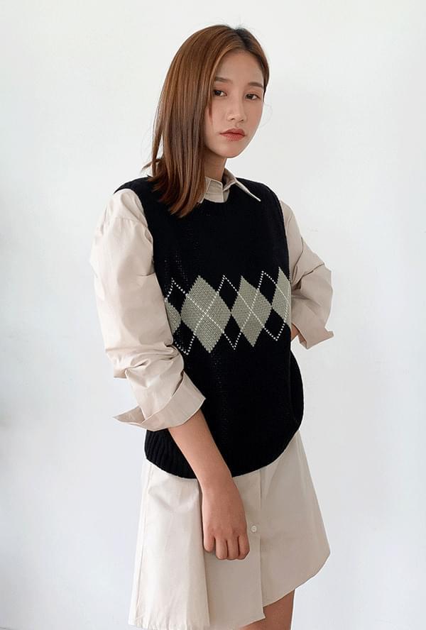 Diamond knit vest