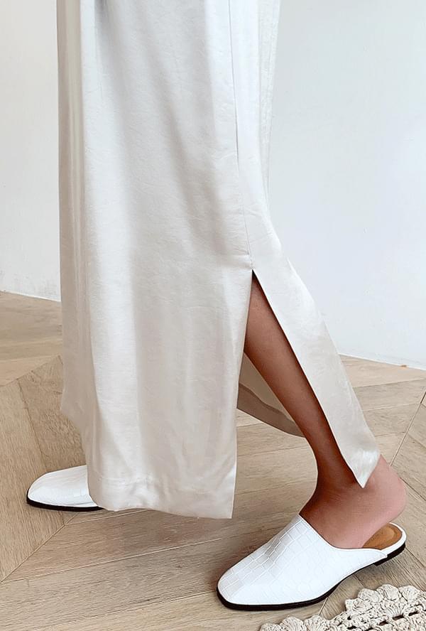 Side trim string skirt