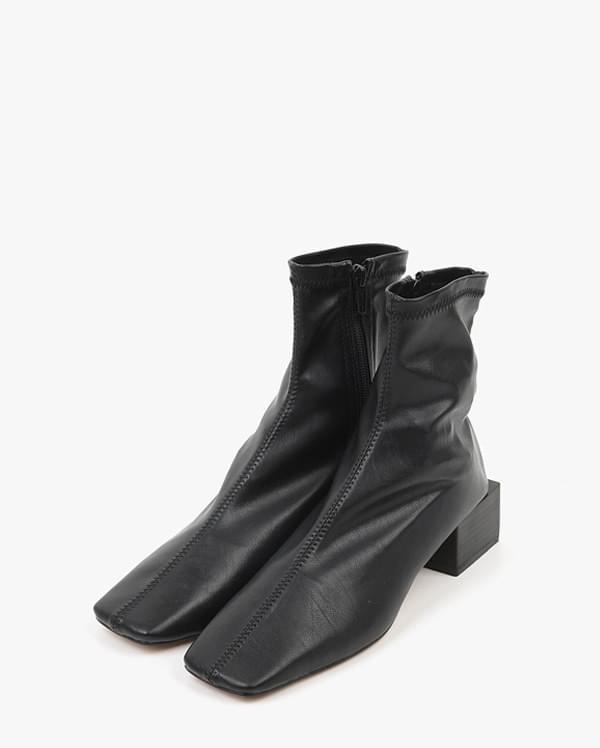 a hollis boots