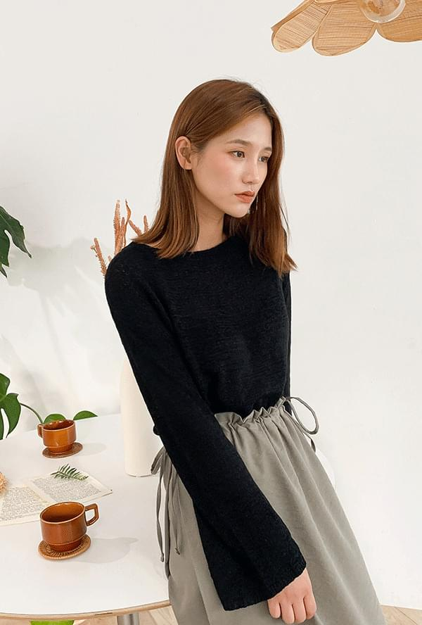 Half cropped see-through knit