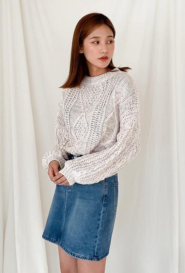 Round Pretzel Knit