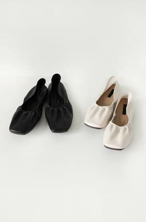 Heaven Bending Flat Shoes