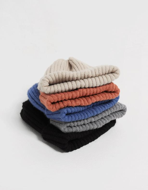 Page Ribbed Beanie