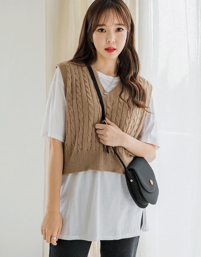 Twist Cropped Knit Vest