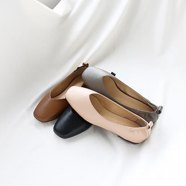 Rear bending flat shoes