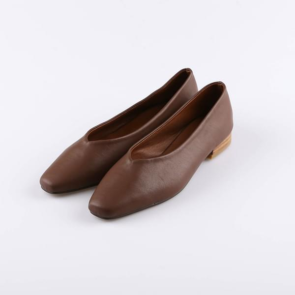 Square leather flat shoes