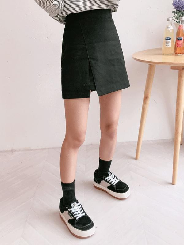Cotton trim mini skirt