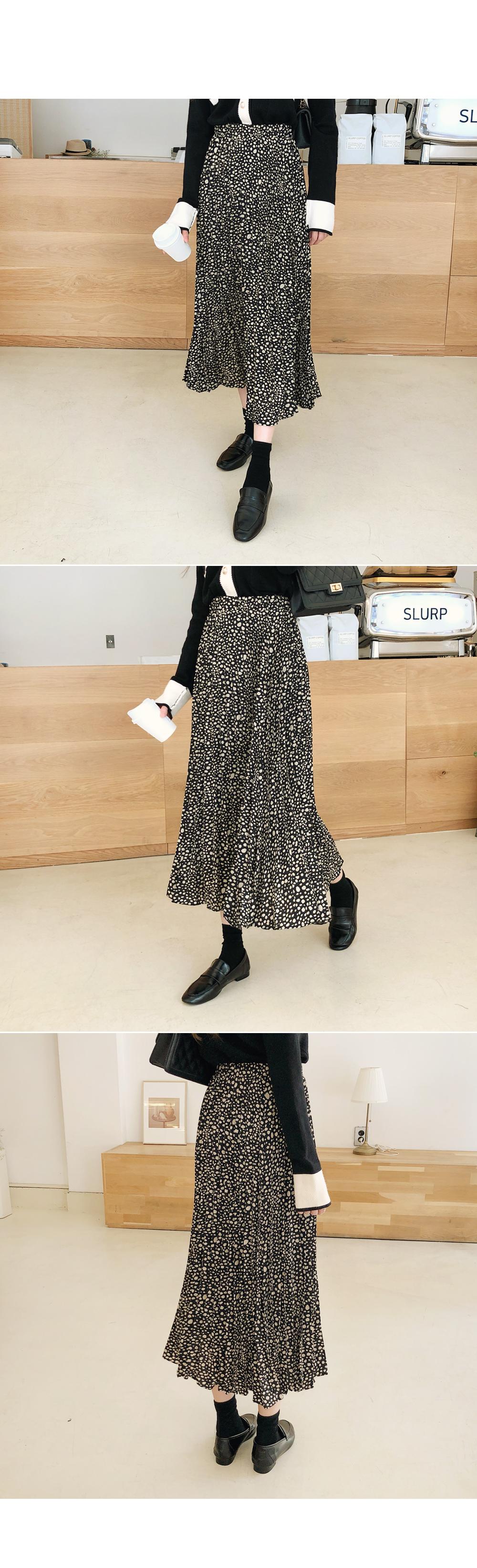 Attractive leopard skirt
