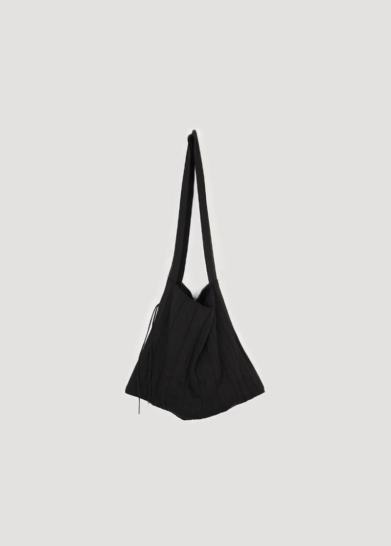 Wide pleated bag