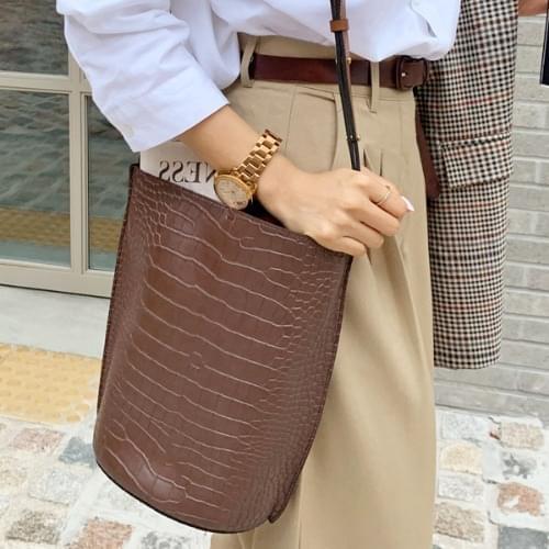 Crack leather shoulder bag