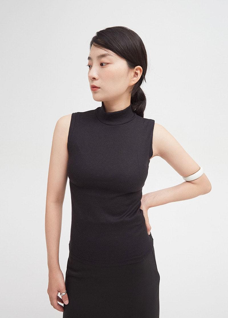 Turtleneck sleeveless