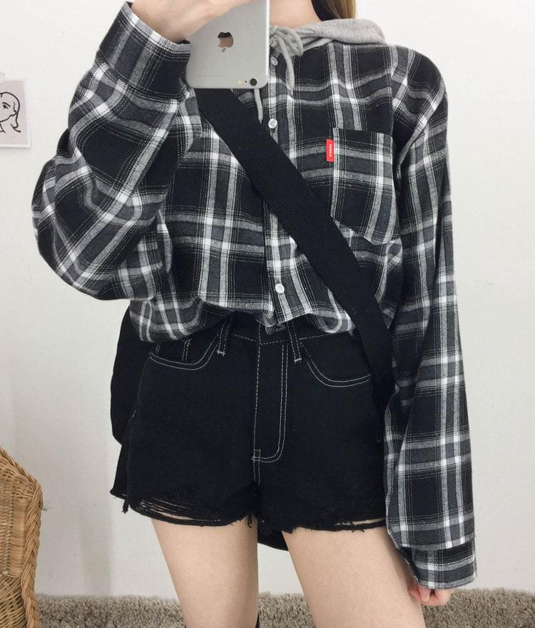 Check button hooded shirt
