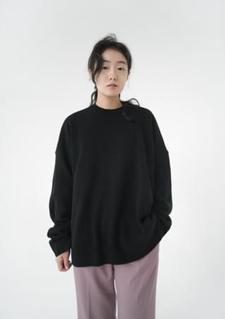 over-fit bold knitting top