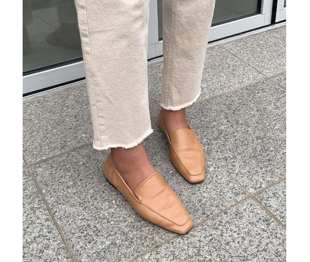 square shape flat shoes