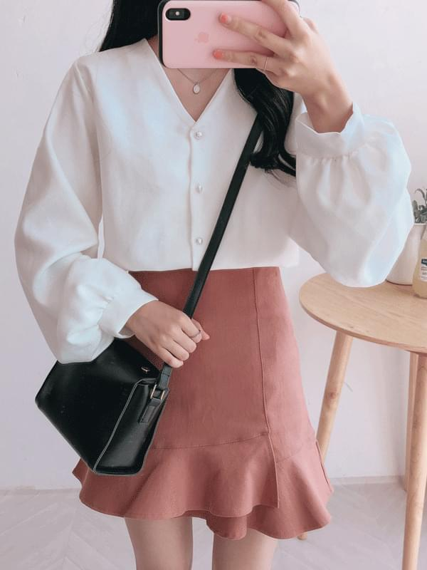 Shirring V blouse