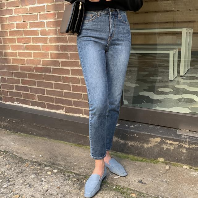 Slim Straight Fit Washed Jeans