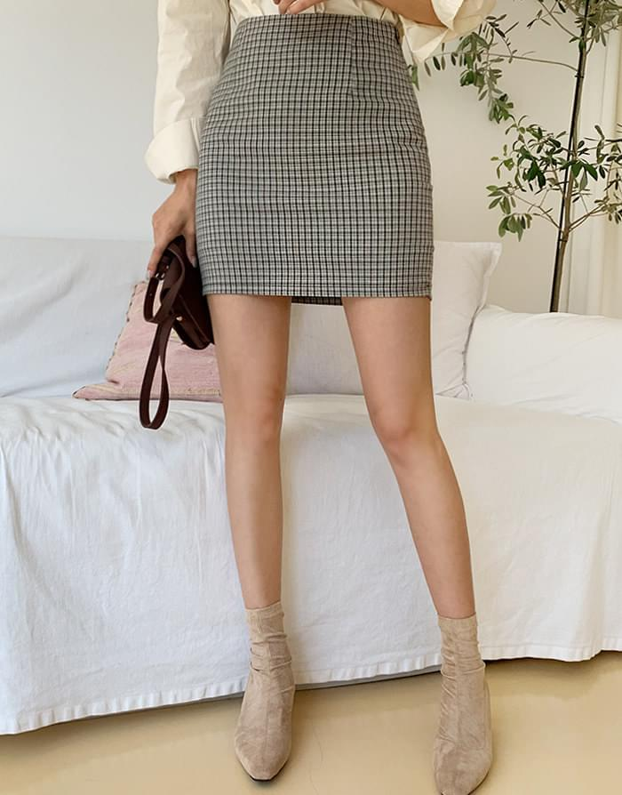 Small check skirt