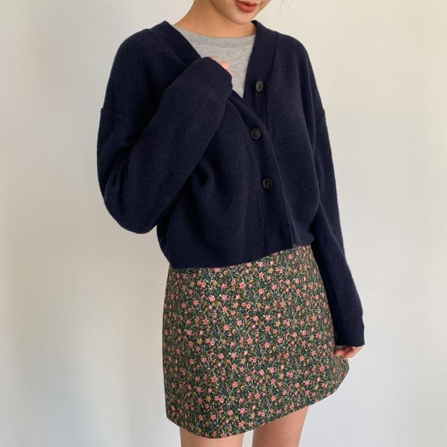 V-neck wool knit crop cardigan