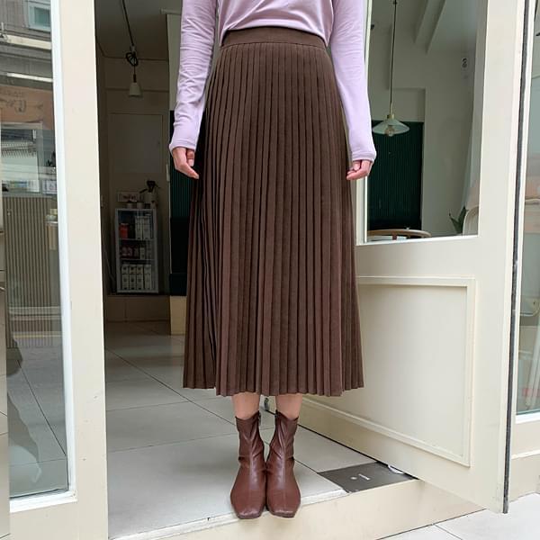Warm pleated skirt