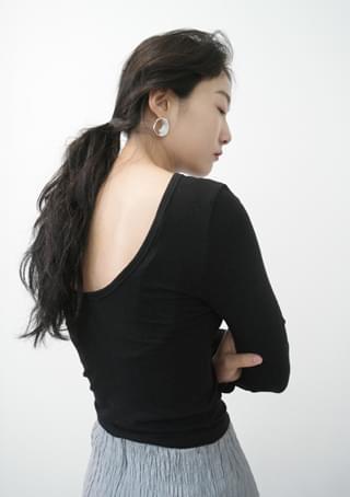 back deep U-neck tension top