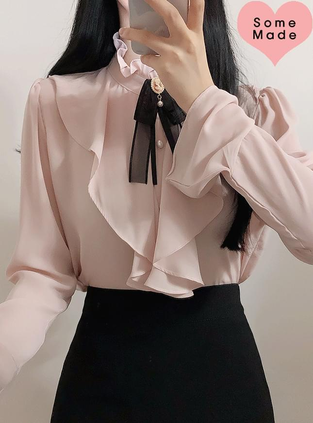 Self-made brooch set loem shirring blouse