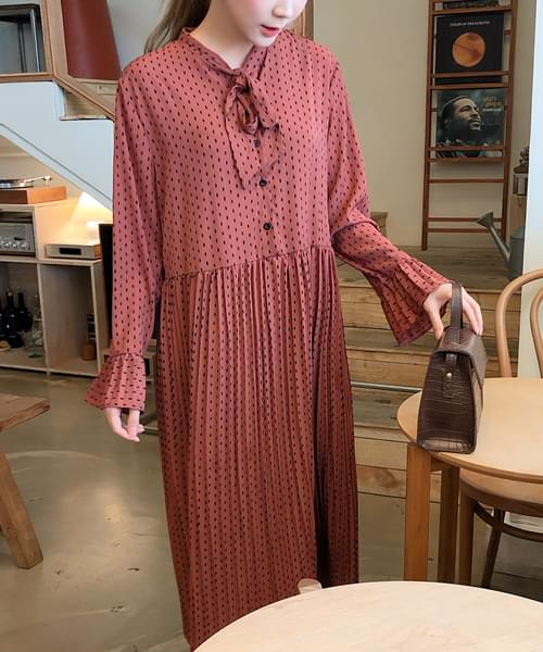 Loose fit ribbon point dress