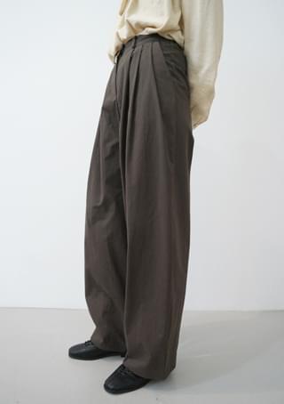 crispy texture pintuck pants