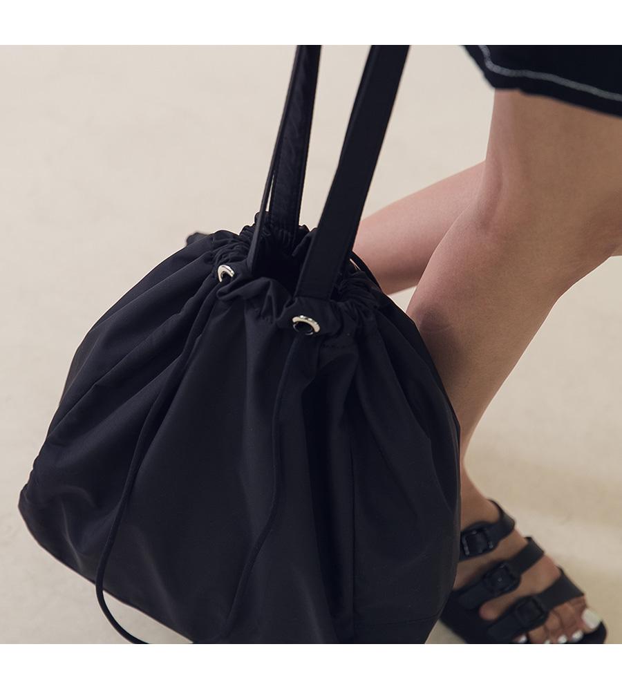 Oen Strap Shoulder Bag