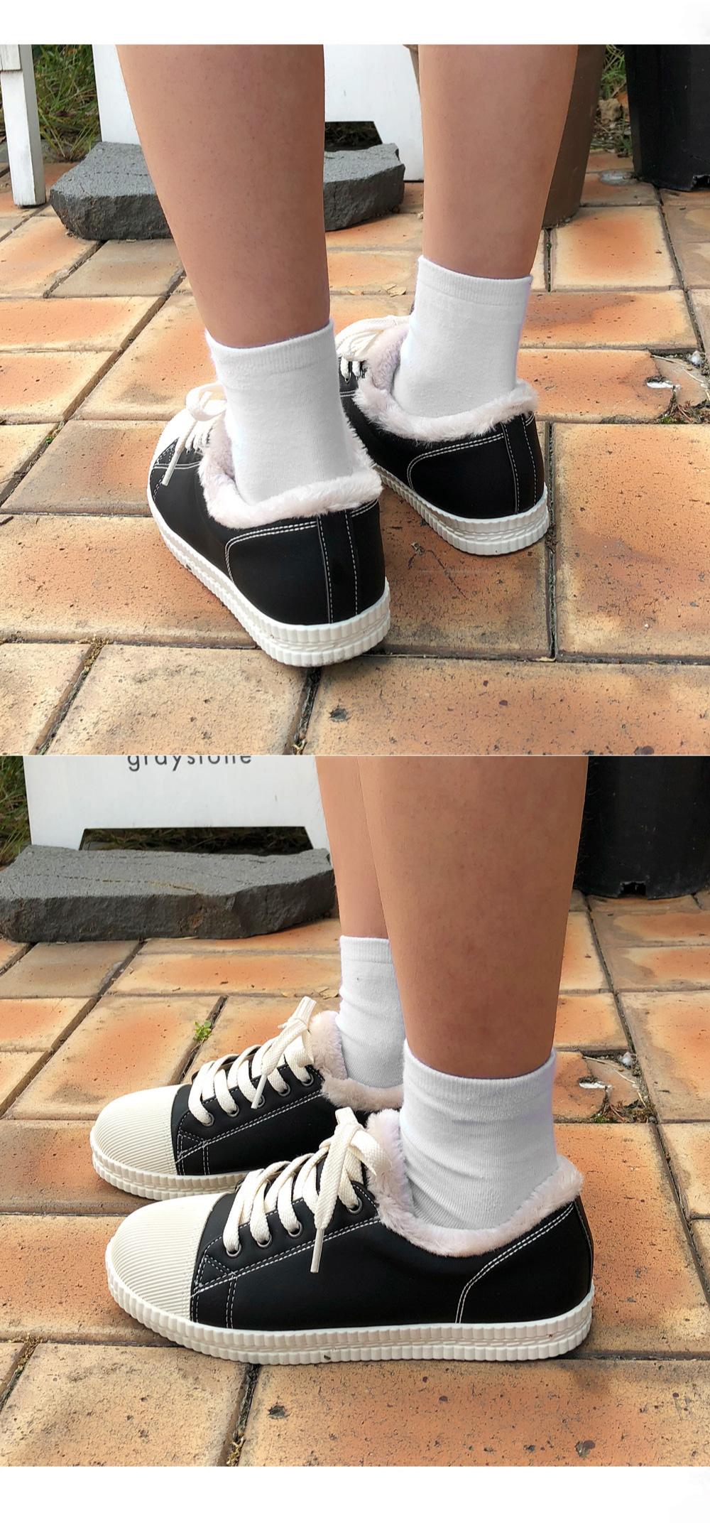 Taeking shoes