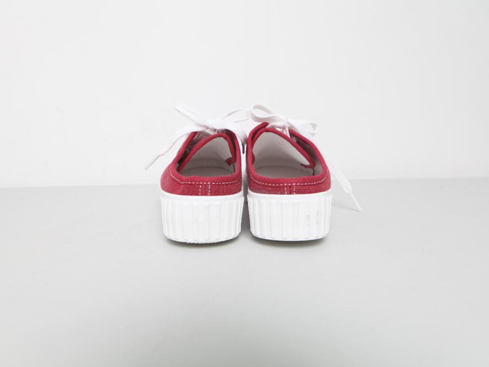 Line sneaker blooper