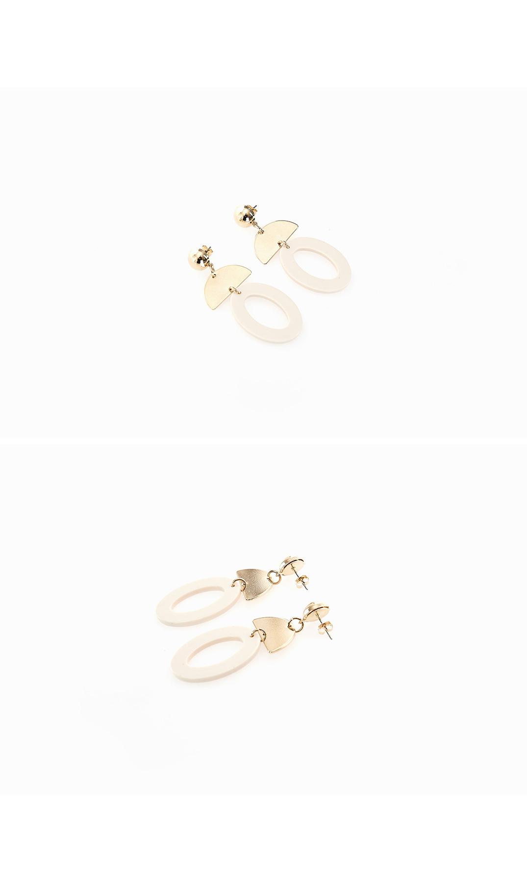 Coleen Round Earrings