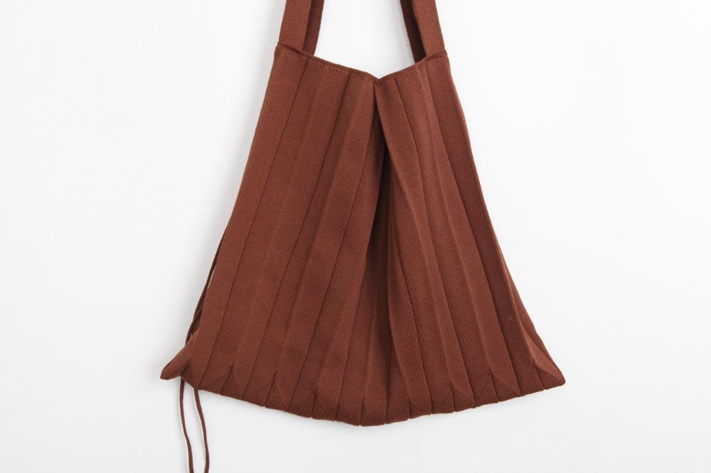 Wrinkled Knit Bag