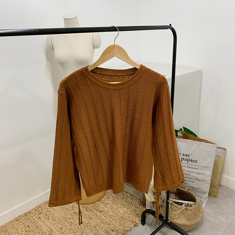 Dove Pretzel Round String Knit