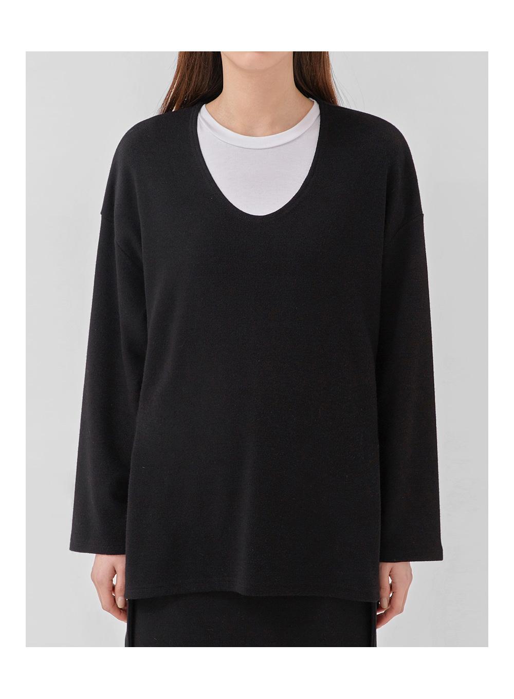 deep u-neck knit T