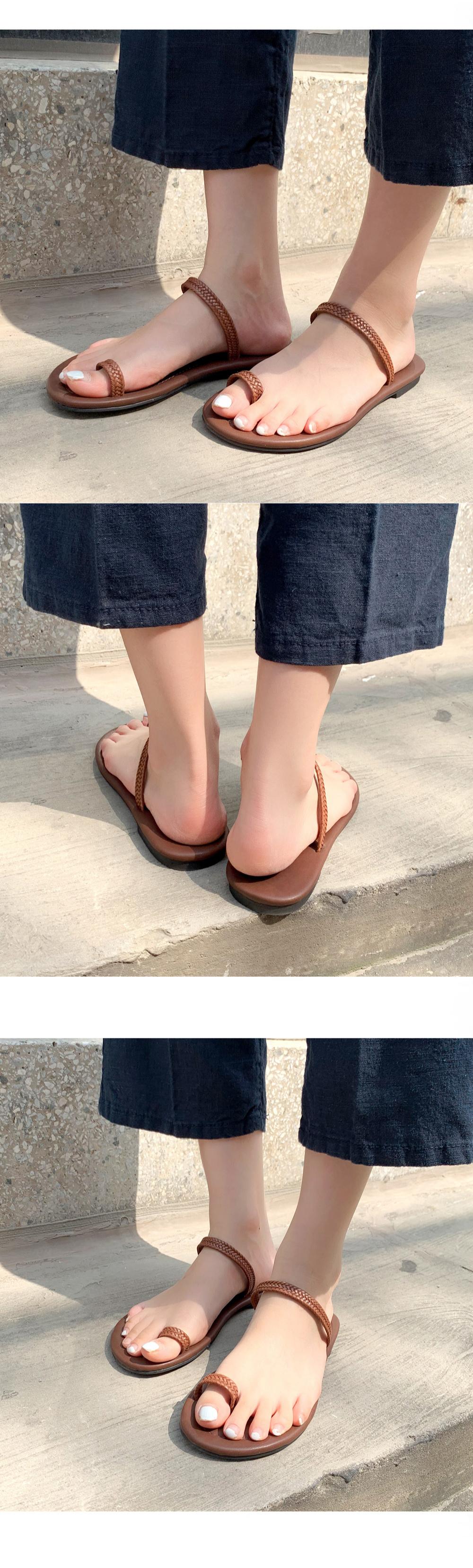 Lita Thumb Sandals