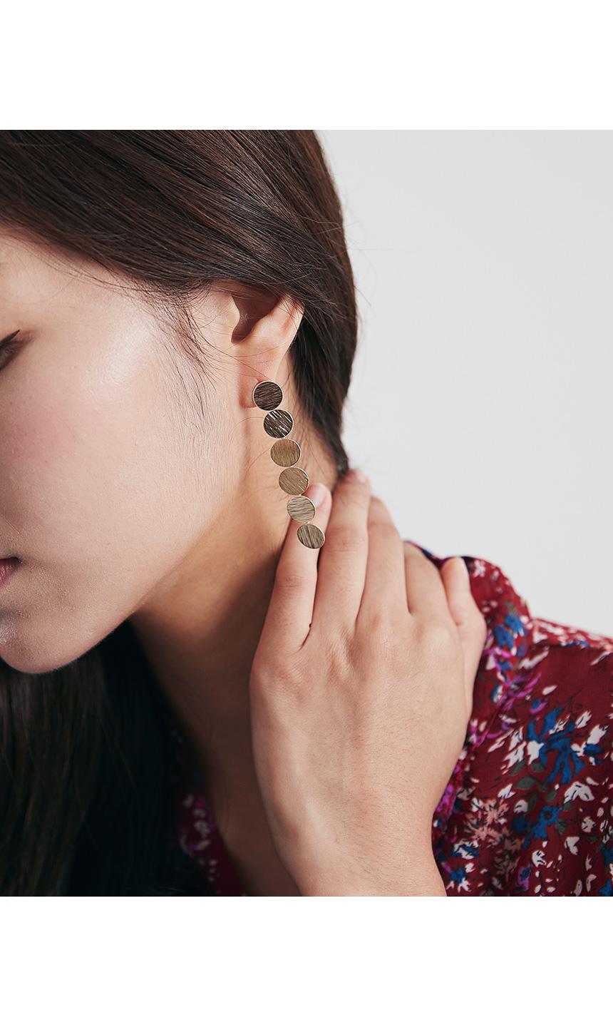 Six sanding earrings