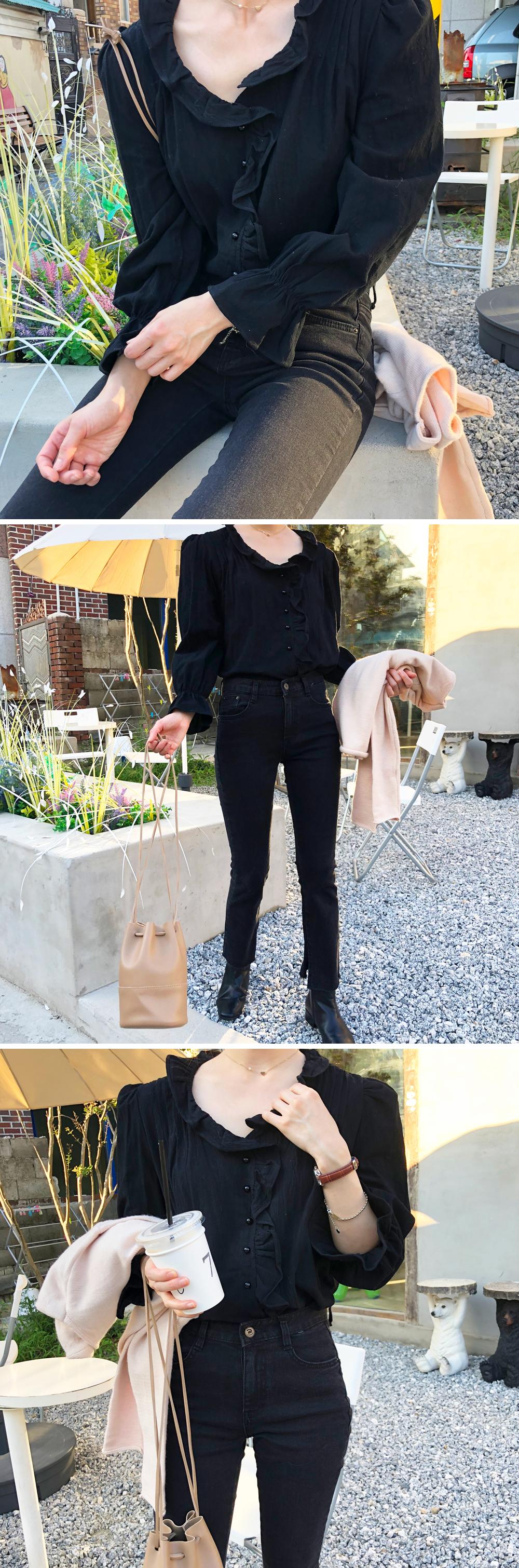 Black mood frill blouse