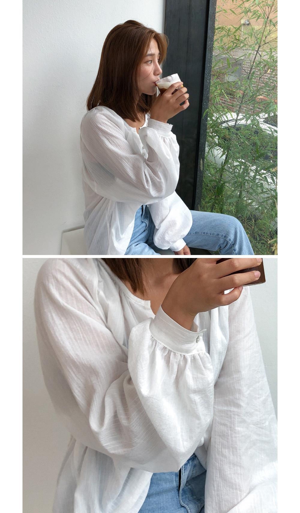 Natural balloon sleeve blouse