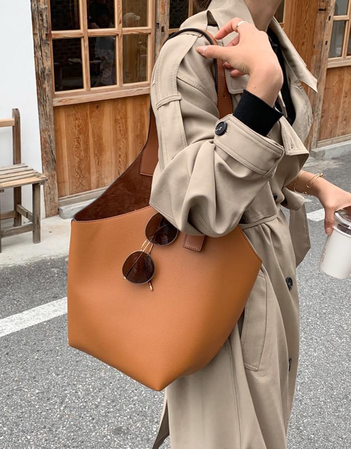 One-line leather shoulder bag