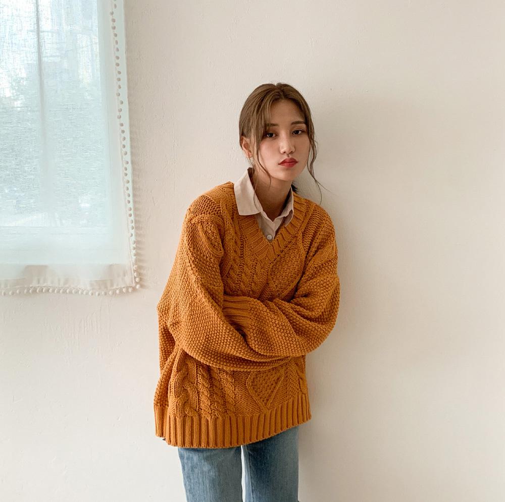 V-neck pretzel loose fit knit-knit