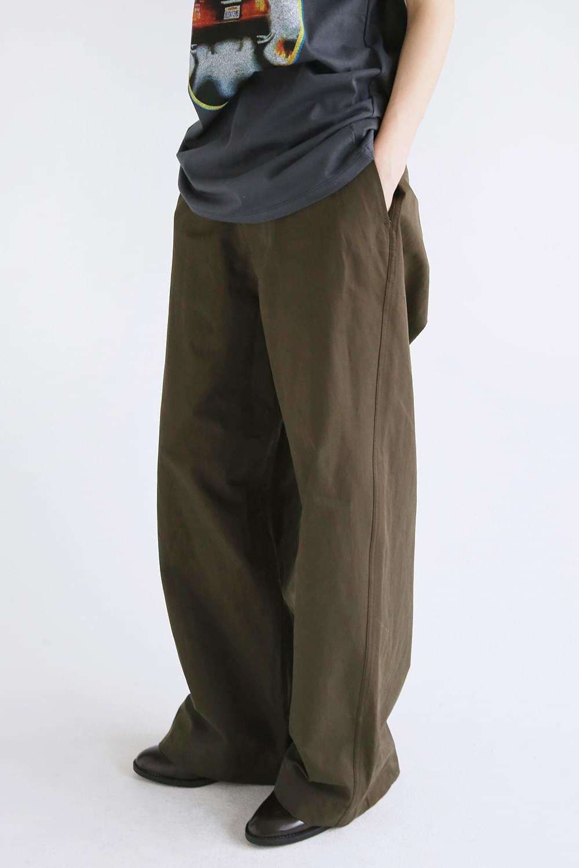 loose chino pants