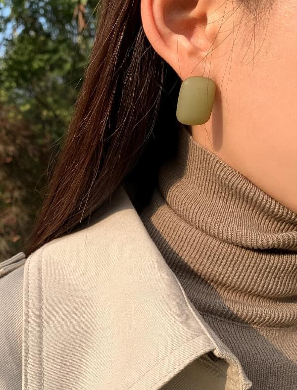 matt rounding square earring