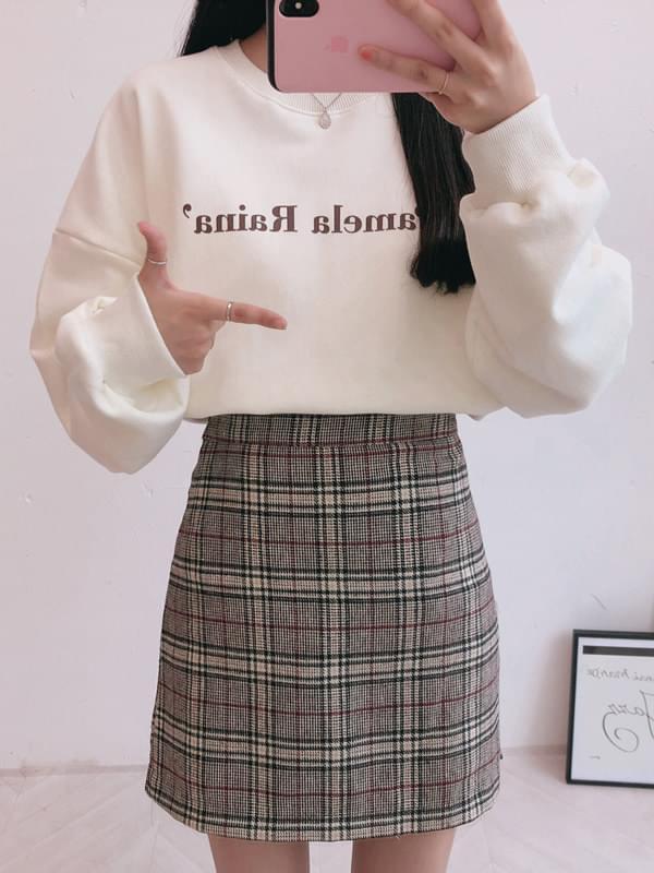 Pamela Man to Man T-Shirt