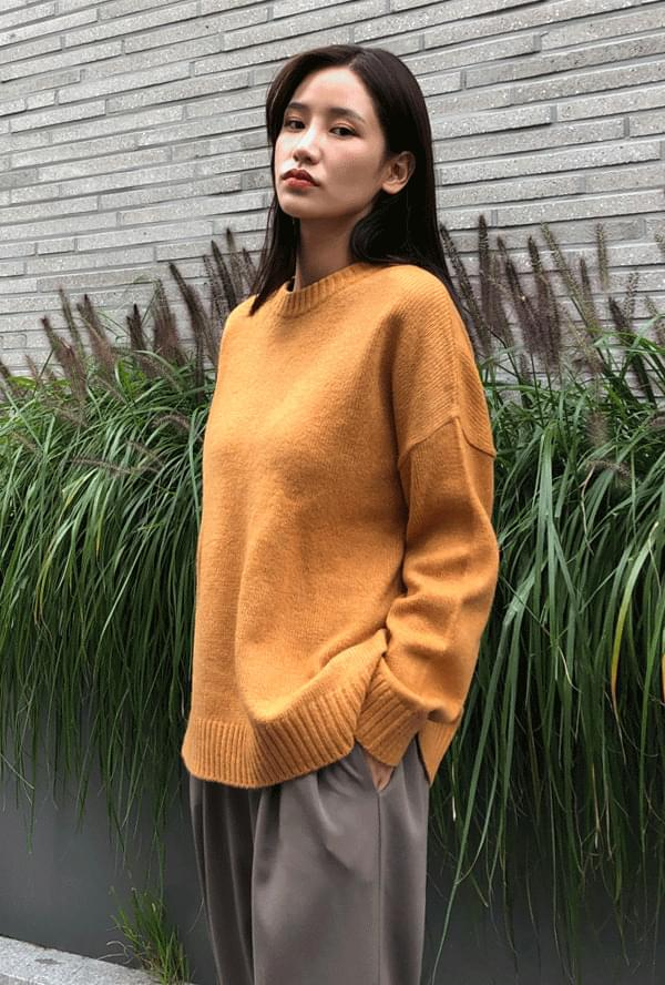 Loose-fit round wool knit
