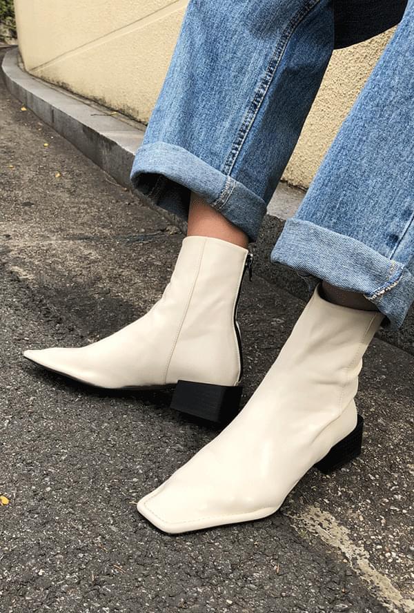 Dana Square Boots