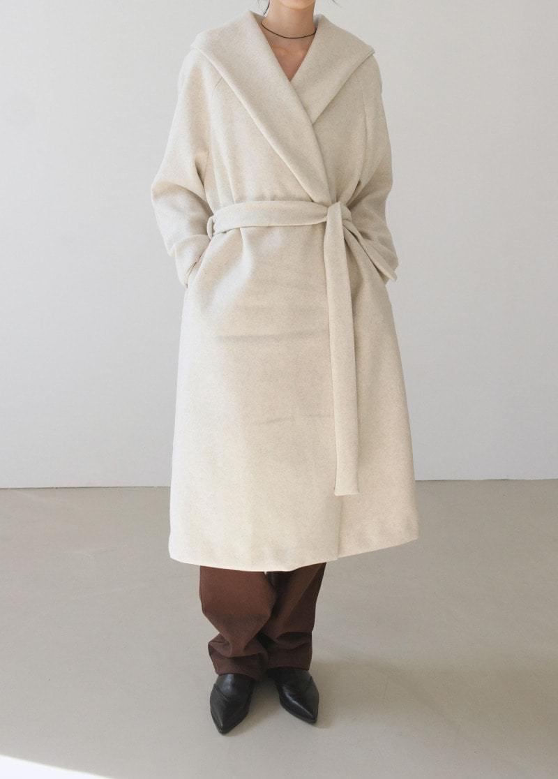 Hooded long strap coat