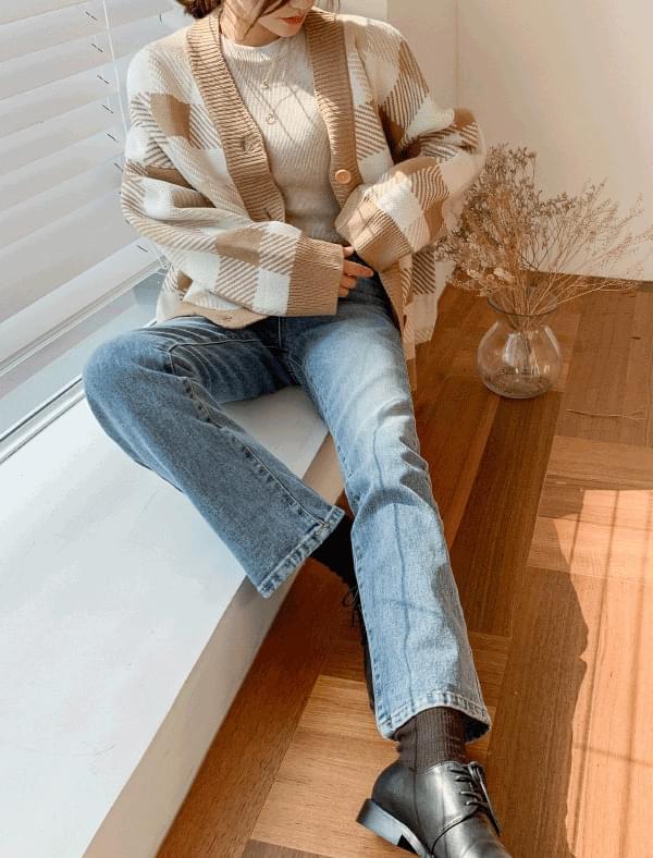 semi boots-cut denim pants