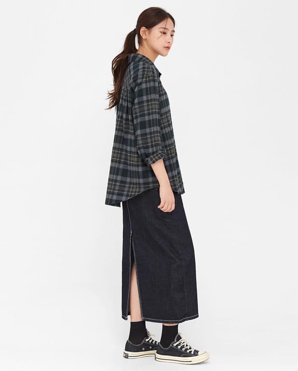 a back slit denim skirt