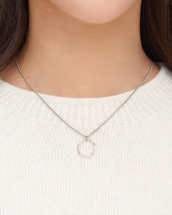 vell line circle necklace